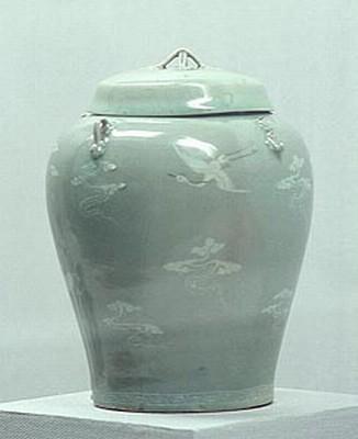 청자상감구름학무늬네끼항아리. 국립중앙박물관. 고려시대. 12세기. 두산세계대백과사전 사진