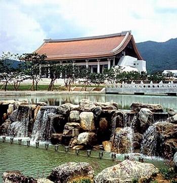 독립기념관 정원. 충남 천안시. 두산세계대백과사전 사진