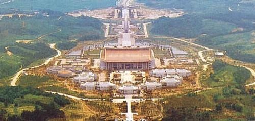 독립기념관 전경. 충남 천안시 목천면. 1987년 8월 15일 건립. 흑성산에서 내려다 본 기념관. 두산세계대백과사전 사진