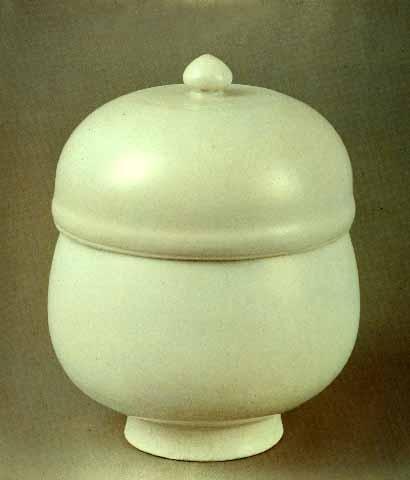 조선 전기의 백자 반합. 높이 22.5cm . 입지름 15.5cm. 보물 제806호. 호림박물관 소장. 민족문화대백과사전 사진
