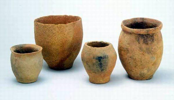 민무늬토기. 청동기시대의 무늬가 없는 토기. 일명 '무문토기', '무늬없는 토기'라고도 한다. 국립경주박물관 소장. 민족문화대백과사전 사진