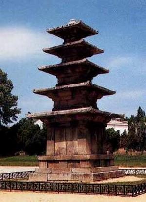 부여정림사지오층석탑. 백제, 국보 제9호. 한메디지탈세계대백과 사진