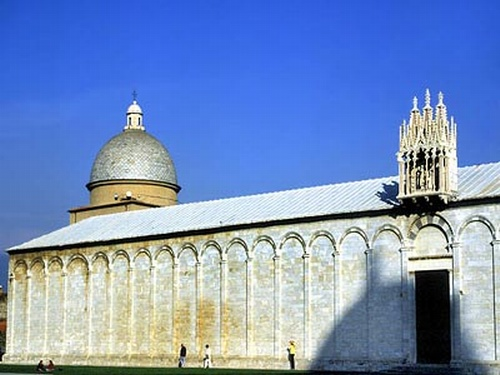 피사대성당 옆면. 이탈리아 피사. 피사 로마네스크 양식의 건축물. 두산세계대백과사전 사진