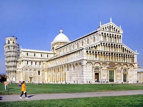 피사대성당. 이탈리아 피사. 로마네스크 양식의 두오모와 이를 보완하기 위해 만들어진 종탑(피사의 사탑)이다. 두산세계대백과사전 사진