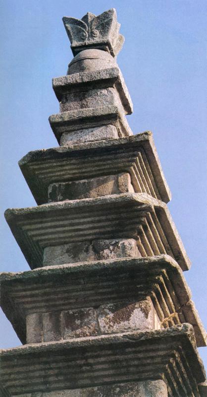 중원탑평리칠층석탑 윗부분. 문화재청 사진