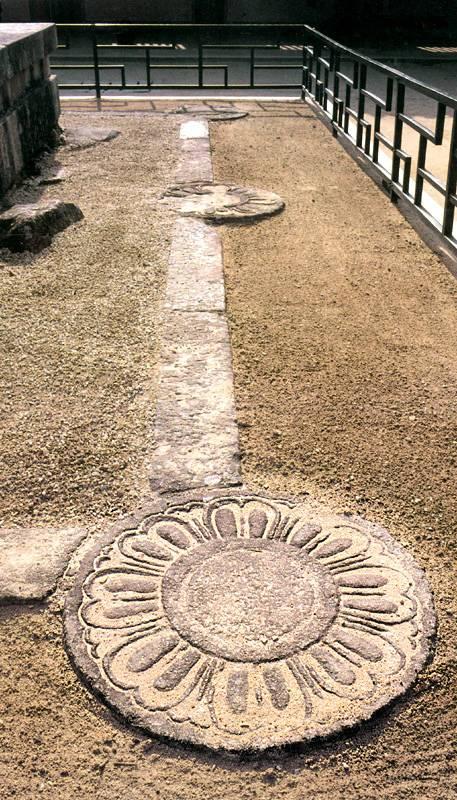 불국사삼층석탑 주위의 연화문. 문화재청 사진