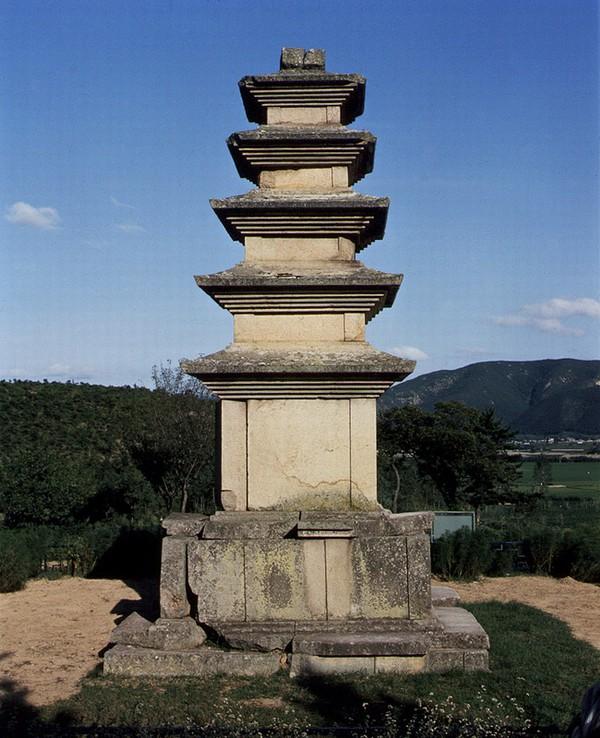 월성나원리오층석탑. 문화재청 사진