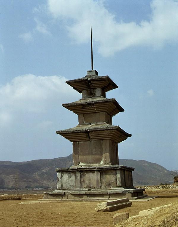 감은사지삼층석탑 서탑. 문화재청 사진