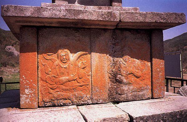 보원사지오층석탑 2층기단 8부중상. 문화재청 사진