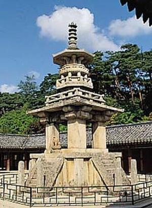 불국사다보탑(통일신라), 국보 제20호, 높이10.4m. 브리태니커백과사전 사진