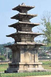 정림사지5층석탑(백제), 국보 제9호, 높이 833cm, 충남 부여군 부여읍 동남리. 브리태니커백과사전 사진