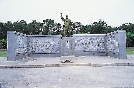 전봉준 장군 동상, 전북 정읍시 황토현. 브리태니커백과사전 사진