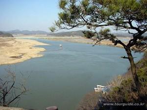 낙화암에서 바라본 백마강