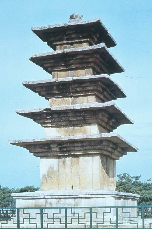 익산 왕궁리 5층석탑. 7세기 초 또는 10세기, 높이 8.5m, 국보 제289호. 국보(예경) 사진